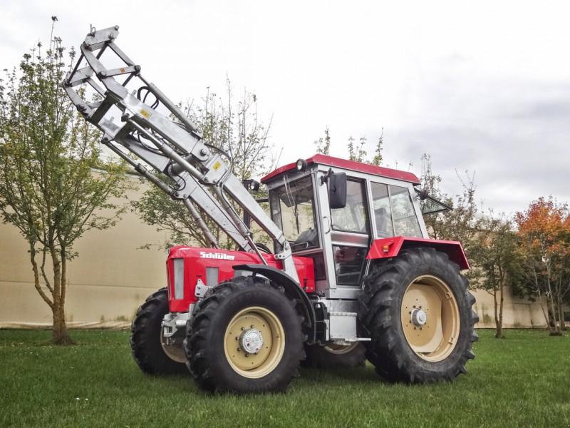 Schlüter1050 Compact V6 mit FL.jpg